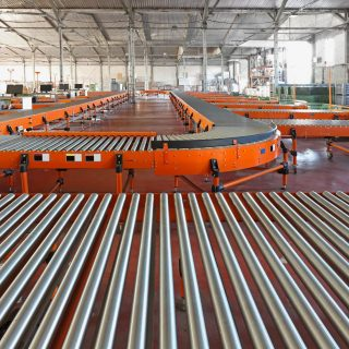 Tote conveyors