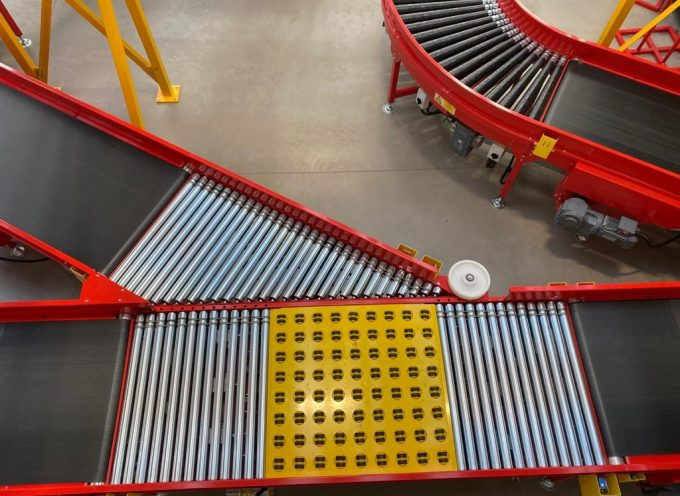 Conveyor and parcel handling solution