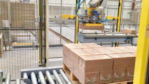 robotic palletising cardboard boxes